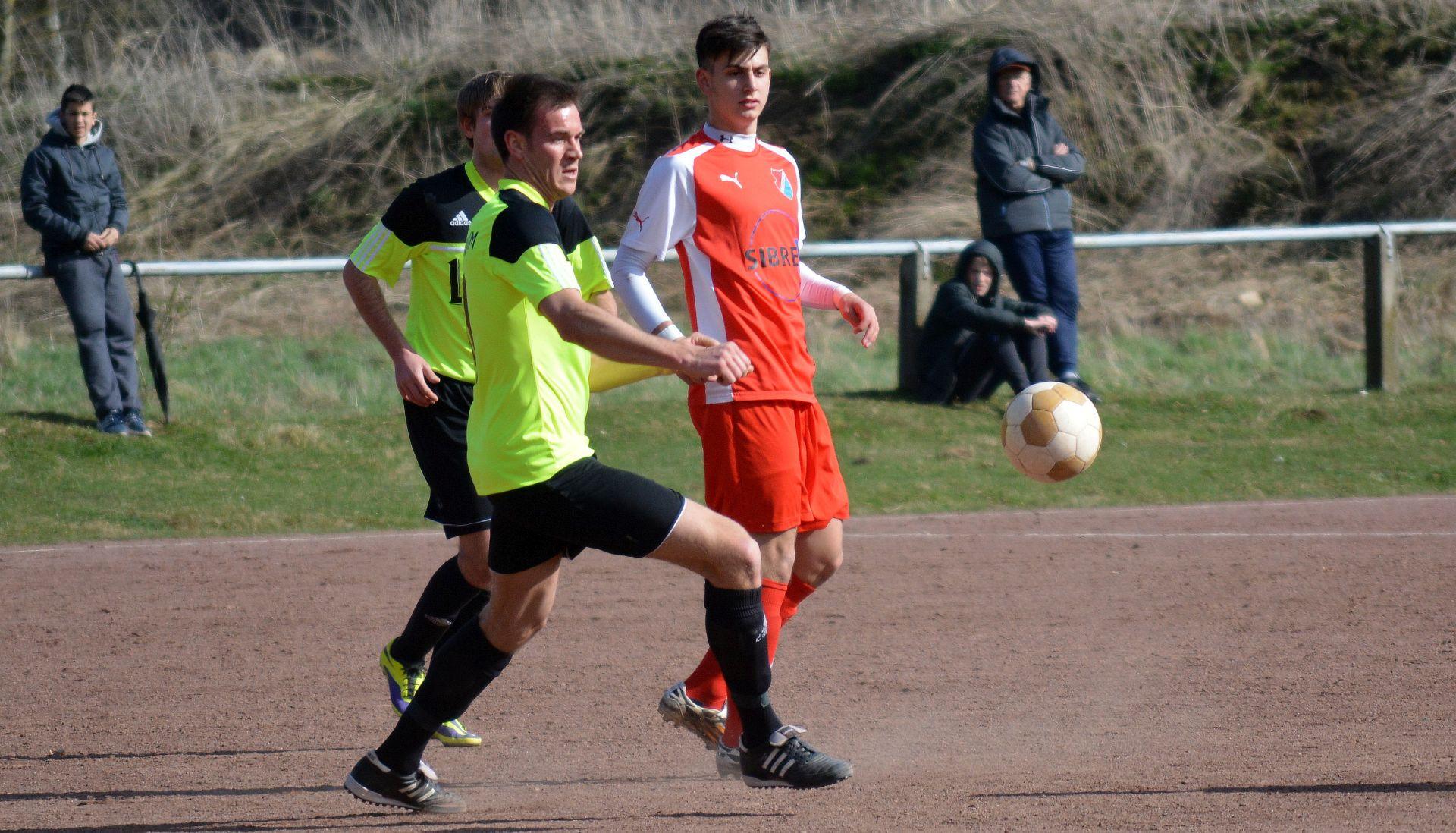 Atilla Selcuk vom TSV Steinbach II beim Spiel gegen den TuS Naunheim.