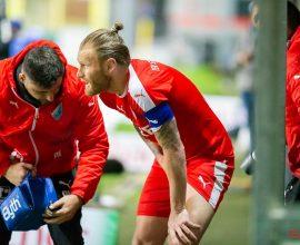 Nico Herzig vom TSV Steinbach Haiger verletzt sich im Abendspiel beim SV Waldhof Mannheim