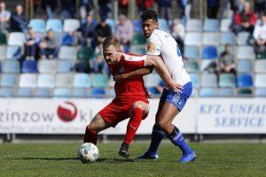 Moritz Göttel vom TSV Steinbach Haiger im Spiel gegen den FK Pirmasens.jpg
