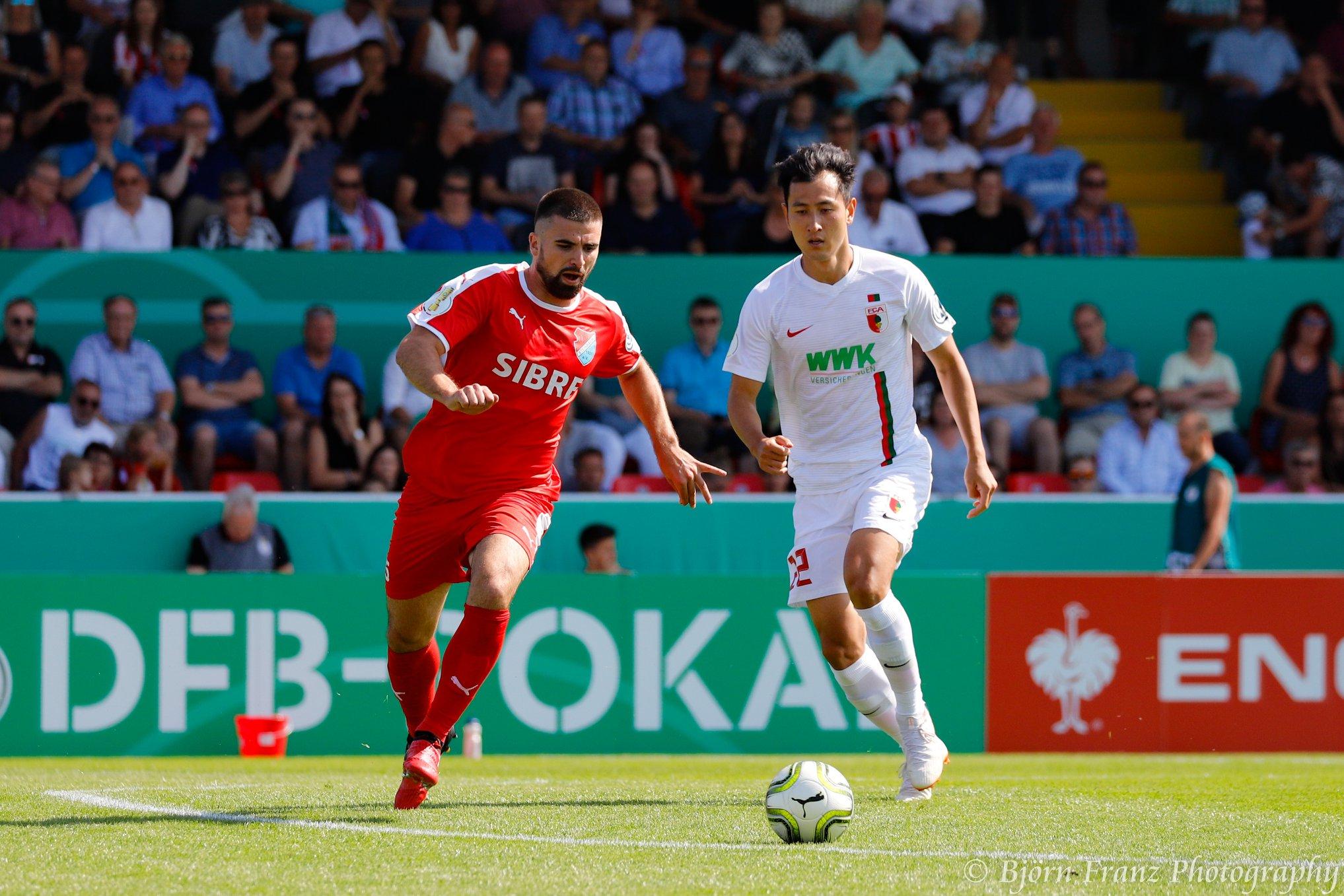 David Haider Kamm Al-Azzawe vom TSV Steinbach Haiger beim DFB-Pokalspiel gegen den FC Augsburg. Bild Björn Franz.