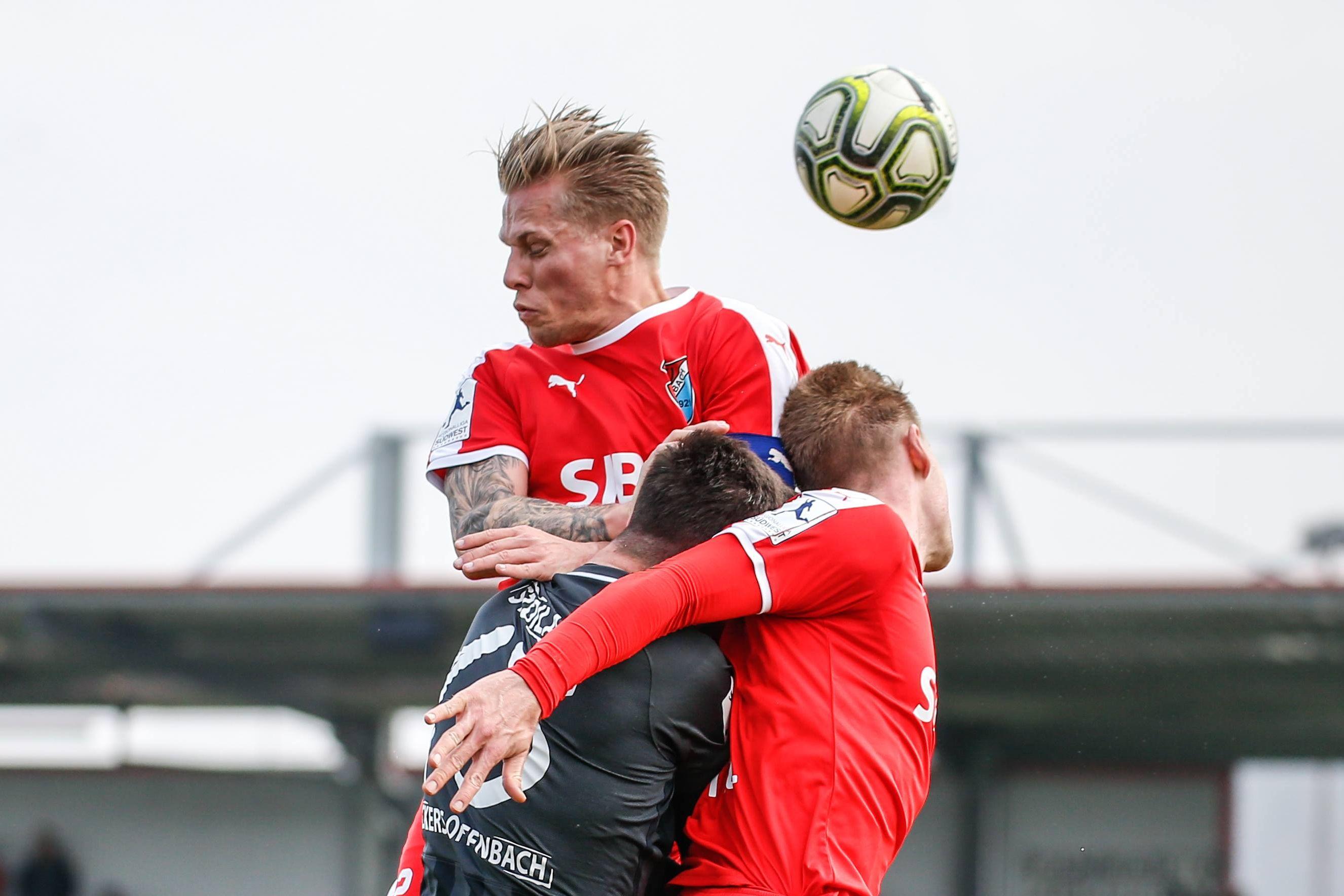 Timo Kunert vom TSV Steinbach Haiger im Spiel gegen Kickers Offenbach