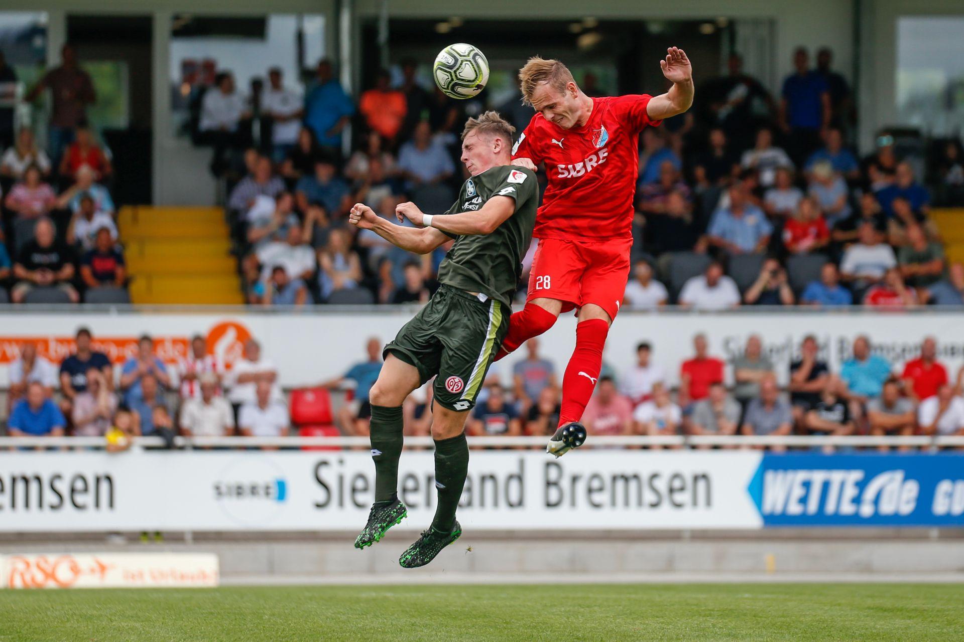Benjamin Kirchhoff (TSV) und Lucas Hermes (Mainz) - TSV Steinbach vs. Mainz 2 am 27.07.2019 (Foto: Fingerhut)