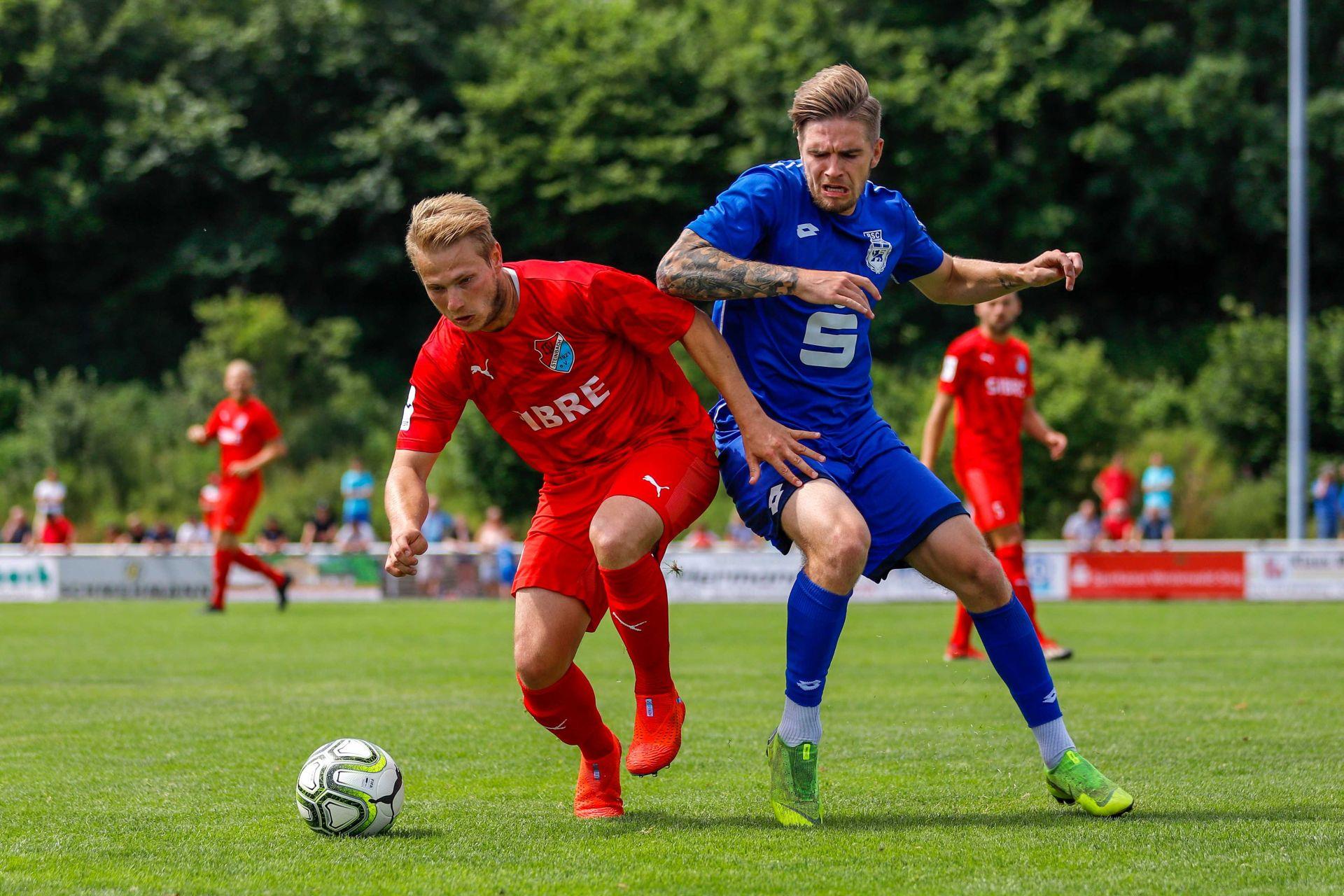 Philipp Hanke vom TSV Steinbach Haiger im Spiel gegen den Bonner SC