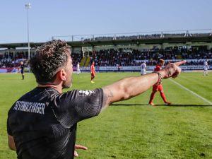 TSV-Trainer Adrian Alipour