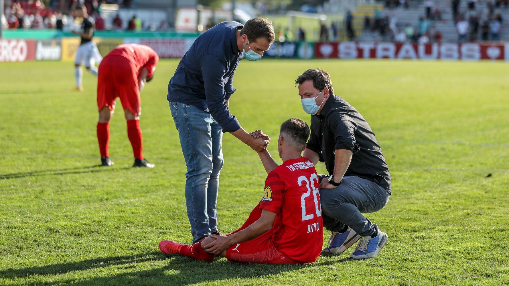 Enis Bytyqi Verletzung TSV Steinbach Haiger Björn Franz